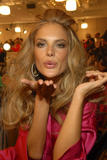 th_96878_fashiongallery_VSShow08_Backstage_AlessandraAmbrosio-34_122_690lo.jpg