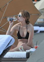 http://img169.imagevenue.com/loc861/th_311300105_6FKR22I6LL_Mischa_Barton_Wearing_a_Bikini_in_Miami010_122_861lo.jpg