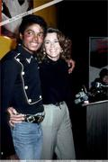 1983 - Thriller Certified Platinum  Th_579213813_179861_191228660909818_2935193_n_122_999lo